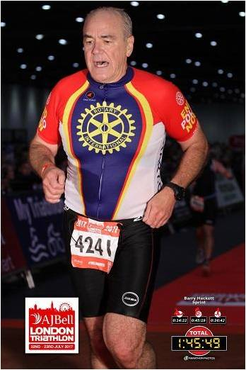 Barry Hackett running for End Polio Now in the London 2017 triathlon