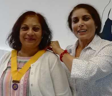 Sarita Shah receives the President-Elect chain of office from President Maya Vansia